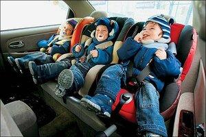 Как безопасно перевезти малыша в автомобиле