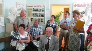 Рябчинская школа. 23 мая 2014 года. Последний звонок. Выпускники 1964 года в школьном музее.