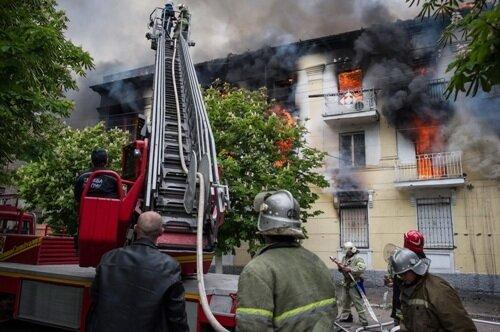 Мариуполь, 9 мая, горит отделение милиции