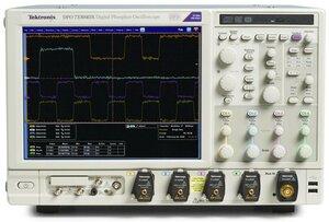 Цифровой осциллограф DPO72504DX - вид спереди