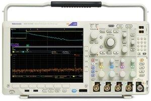 Осциллограф смешанных сигналов MDO4034C - вид спереди
