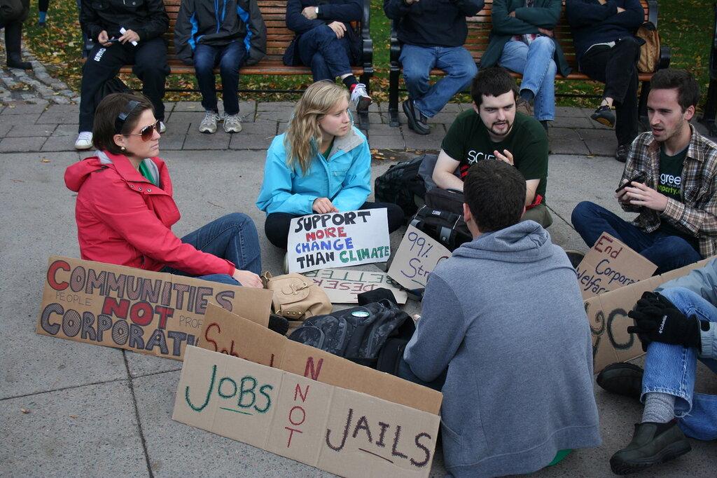 Молодые протестующие