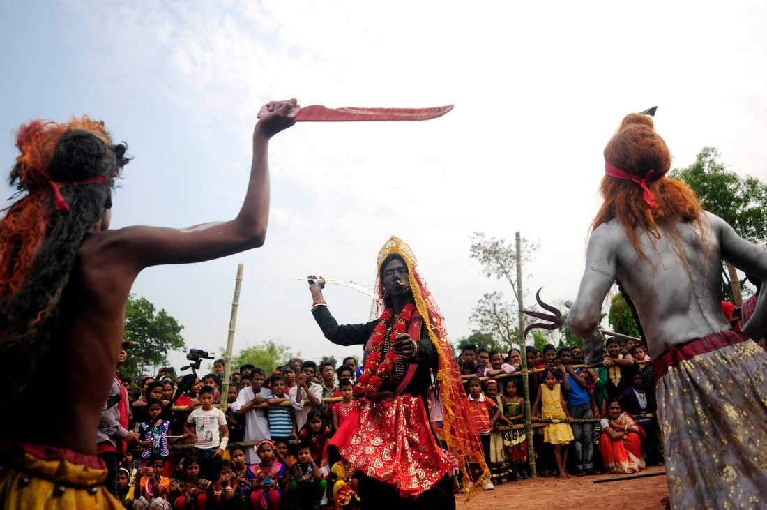 Чарак Пуджа: фестиваль боли в Индии (18 фото)