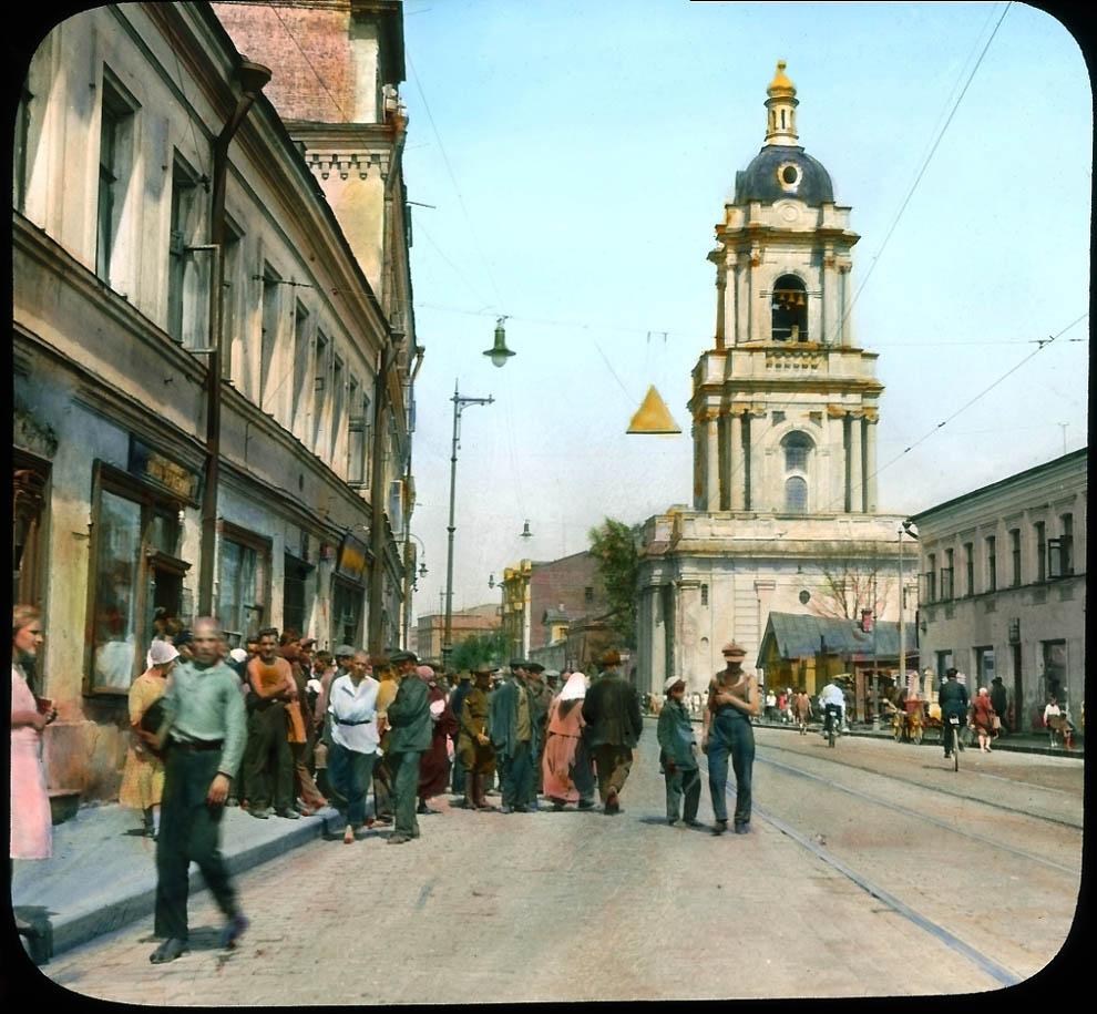 Пятницкая улица у церкви Параскевы Пятницы.