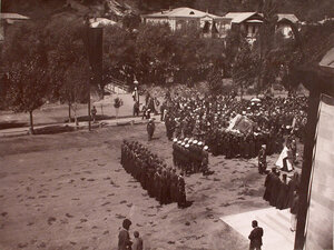 Перенесение тела великого князяГеоргия Александровича из дворца в Александро-Невскую церковь.