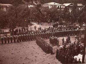 Военные чины,местные жители у входа в Александро-Невскую церковь.