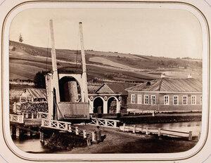 Вид на Рязанский мост и казармы.