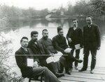 Группа депутатов Второй Государственной думы  - членов мусульманской трудовой группы (в руках держат газету