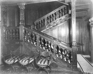 Вид лестницы в доме.