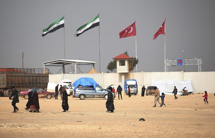Русские военные наблюдают зарежимом перемирия вСирии