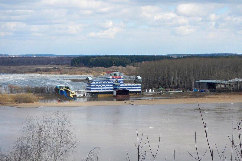 Высокая вода на Вятке - река разлилась и скоро «Титаник» поплывёт