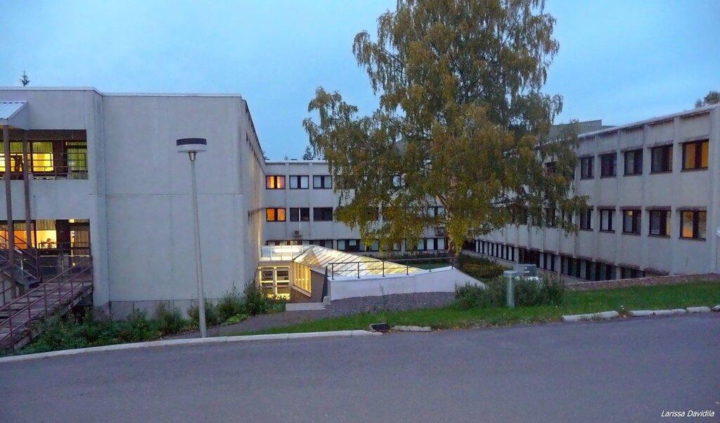 Поликлиника и больница для хроников.