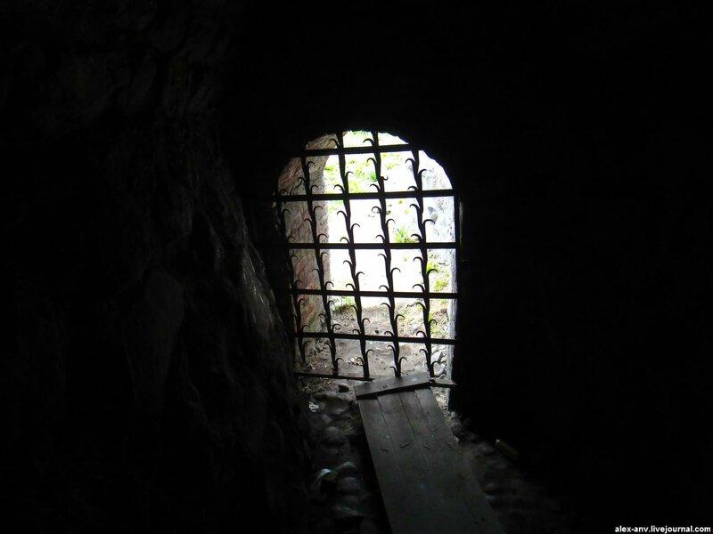 Внутри крепостной стены