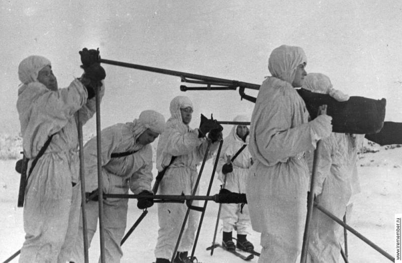 20.Лыжники с бронебойкой.jpg