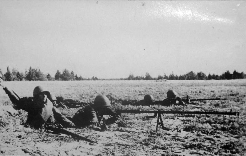 28.Бронебойщики 372-й стрелковой дивизии под Ленинградом.jpg