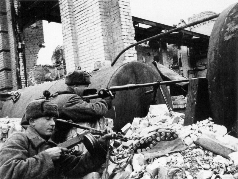 43.Бронебойщики беляковцев и бесарабов на позиции. Сталинград. 11.1942.jpg
