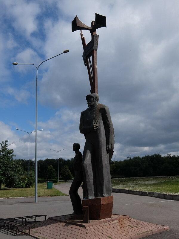 Кемерово - Парк Победы - Памятник труженикам тыла