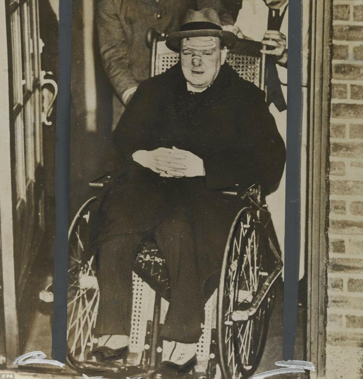 1931. Черчилль был сбит машиной при пересечении Пятой авеню вскоре после прибытия в Нью-Йорк