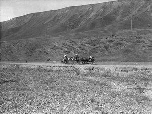 Окрестности Оша. Киргизы по дороге в город
