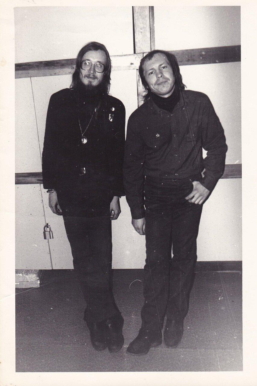 1990. Летов и Олег Сурусин после концерта в Ангарске.