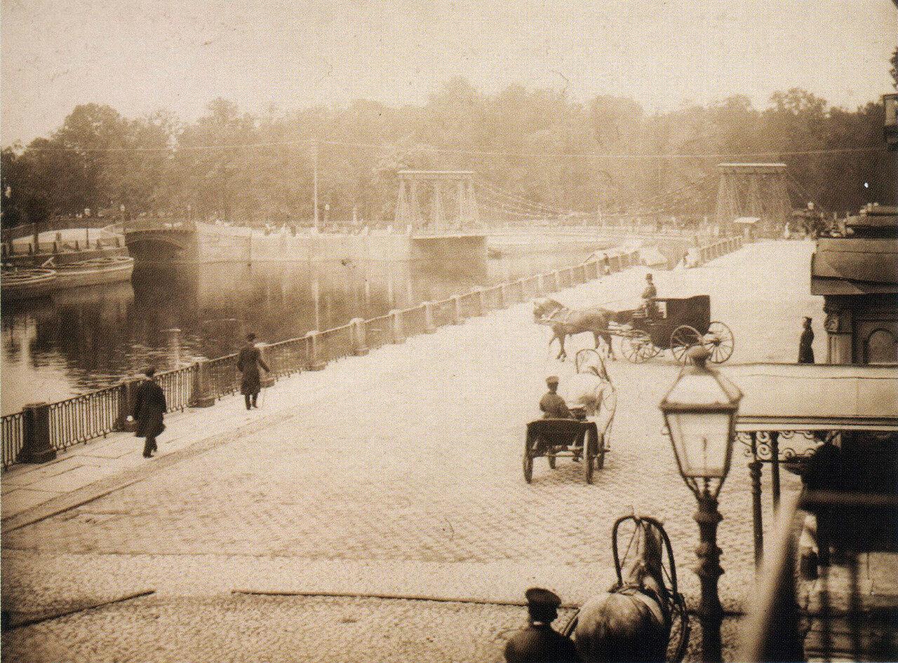 Вид на Цепной (Понтелеймоновский) мост и Летний сад из окна дома по набережной Фонтанки, д. 18,1885