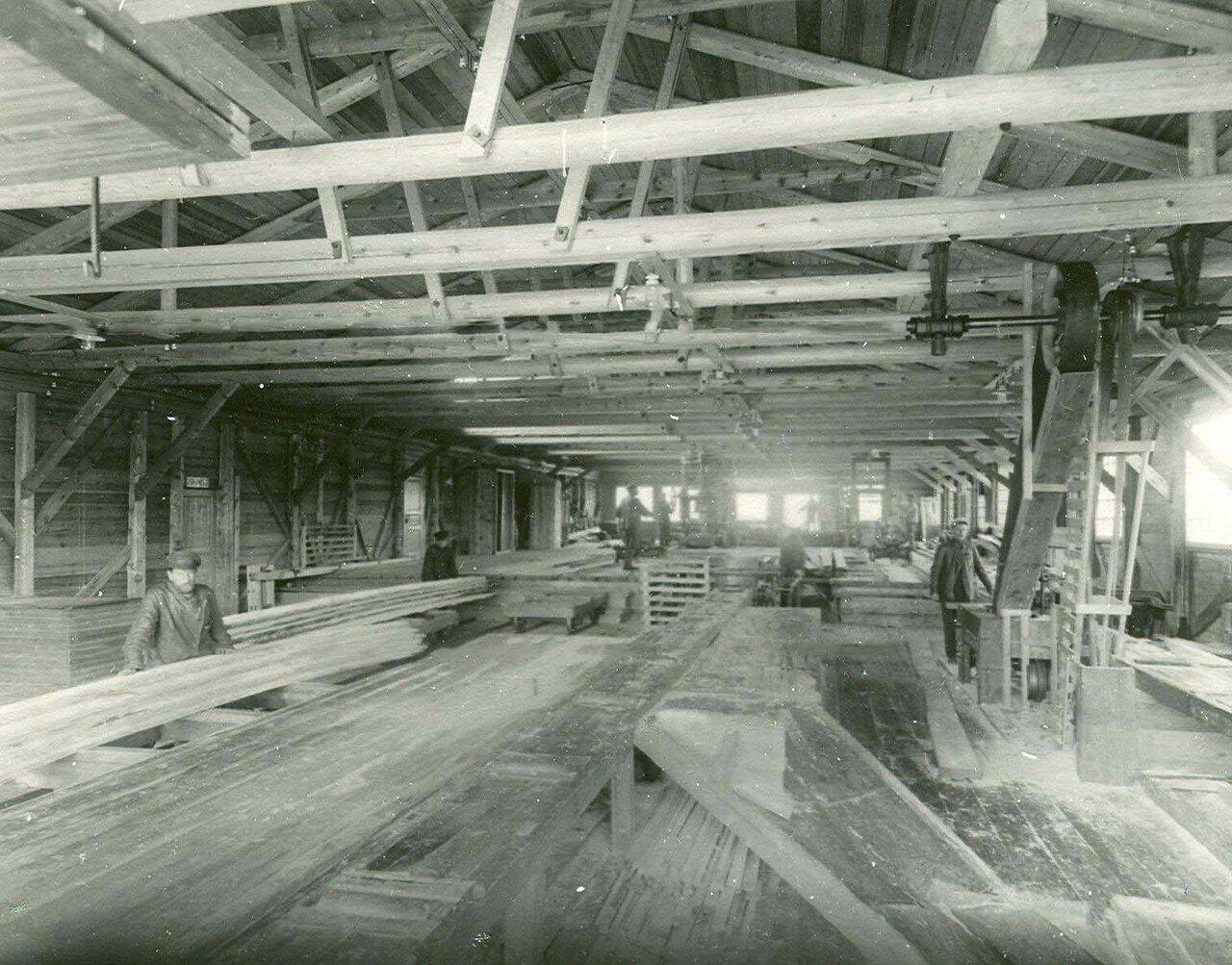 04. Внутренний вид одного из цехов Невского лесопильного завода
