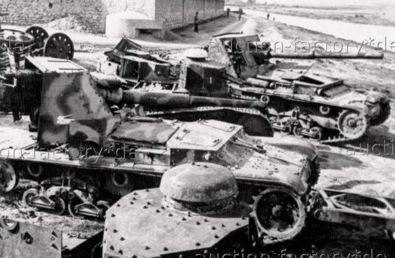 Брошенные итальянские 90-мм САУ Semovente da 90/53 и легкие танк FIAT 3000.