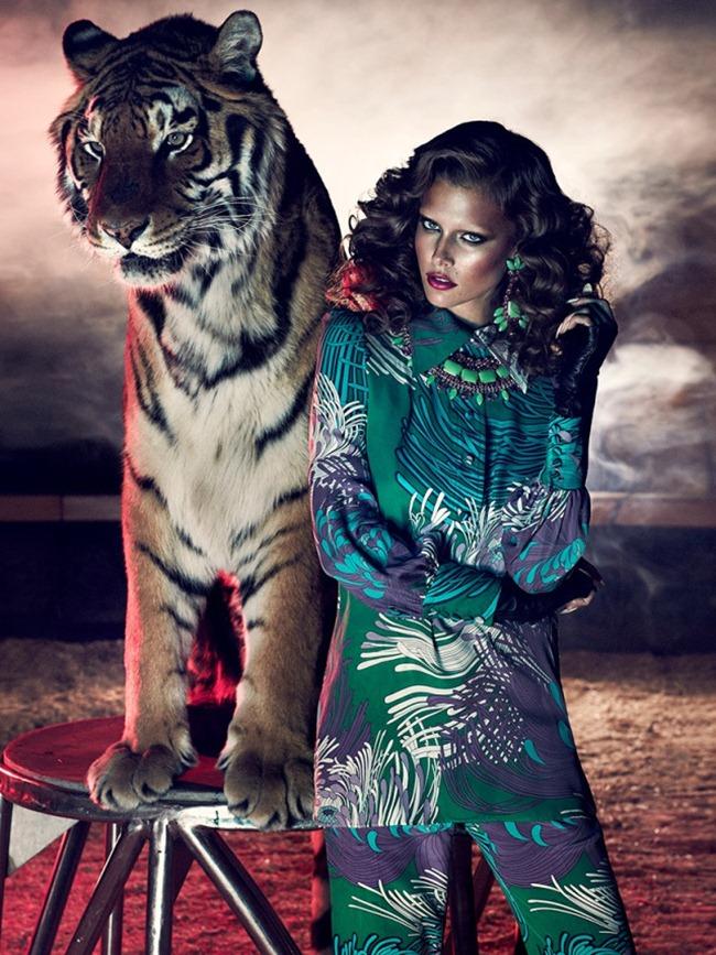 Модель Kim Cloutier в фотосессии Wild at Heart