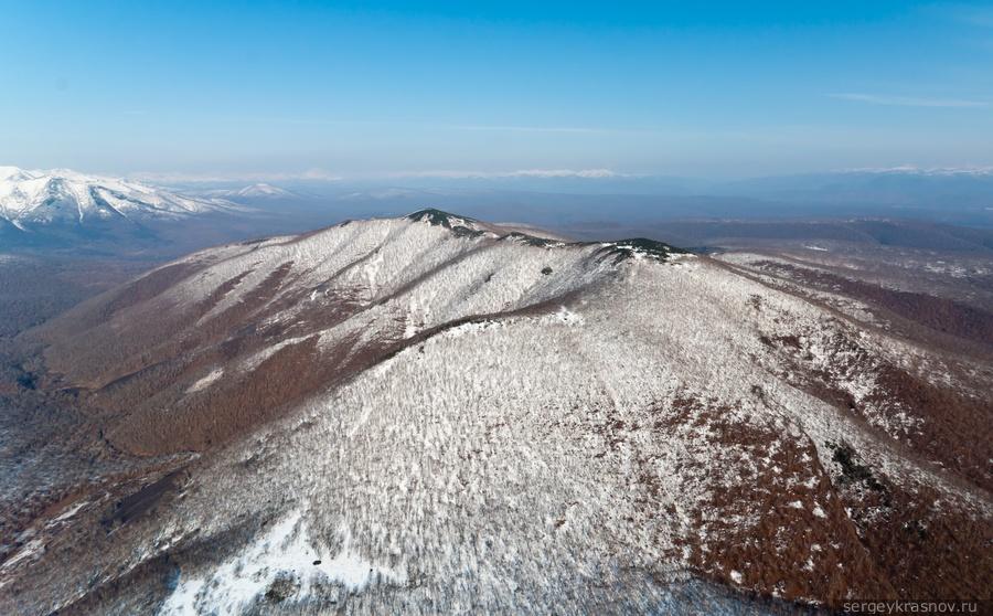 Снежные вершины и тундра Камчатки