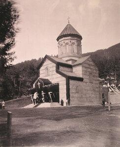 Вид Александро-Невской церкви в дни траура.