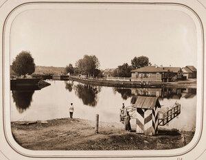 Вид на верхний Петербургский шлюз;справа на втором плане-дом начальника дистанции.