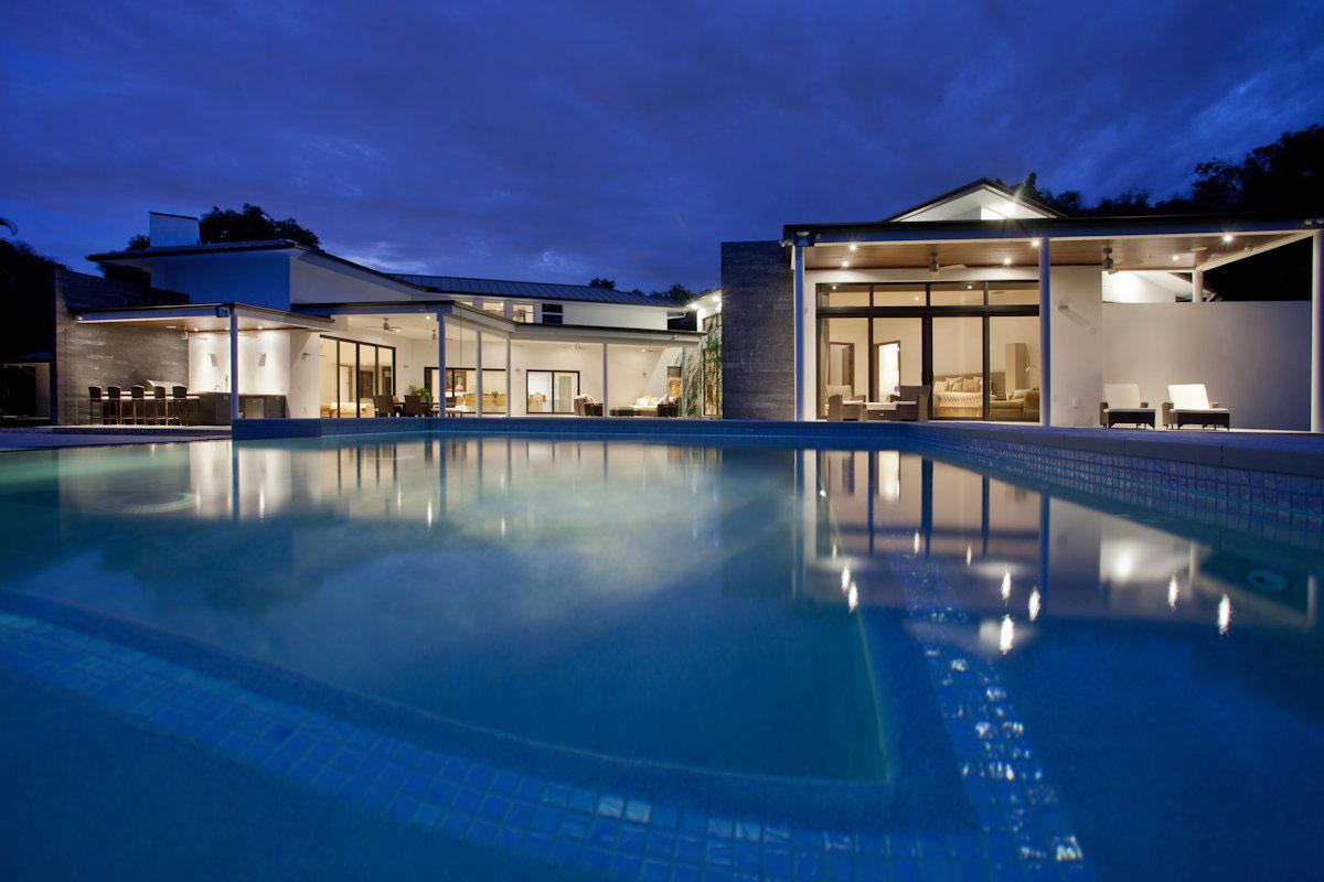 SDH Studio, частный дом во Флориде, одноэтажные дома фото, частный дом с бассейном, проект одноэтажного дома, лестница в частном доме фото