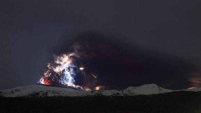 Красивые фотографии молний в самых разных местах и ситуациях 0 a551c f38dbafc orig