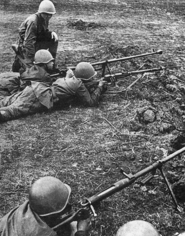 32.Советские бронебойщики на полигоне во время обучения. Весна 43г.jpg