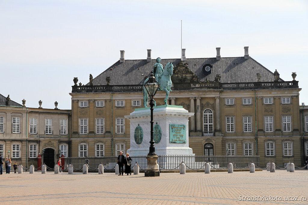 Памятник Фредерику V у дворца Амалиенборг, Копенгаген