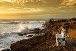 Скамейка на берегу океана