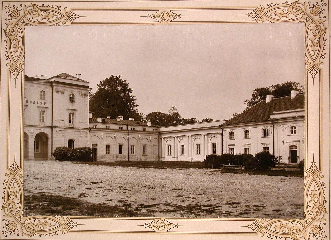 4. Вид части бокового фасада здания института