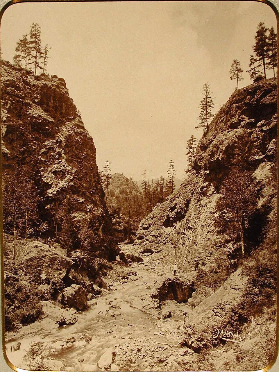 Вид горного ущелья ( Первые ворота очарования)