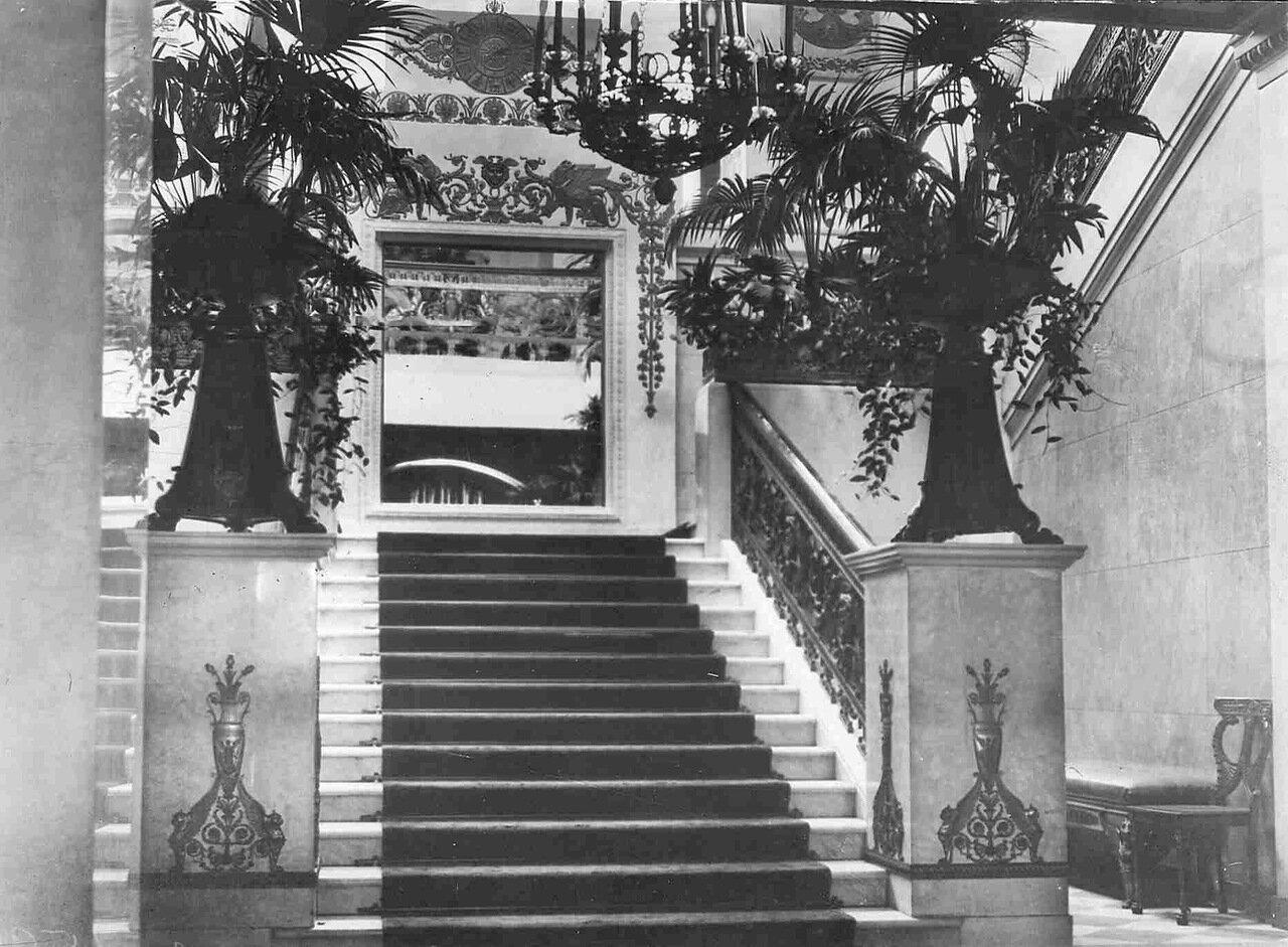 Квартира министра внутренних дел Николая Алексеевича Маклакова (набережная реки Фонтанки ,16).  Верхний пролет парадной лестницы