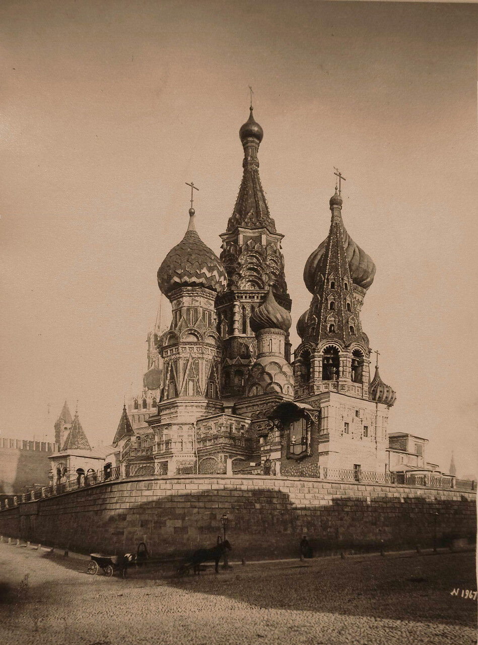 Вид на Покровский соборчто на Рву