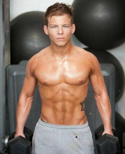 мускулистый мальчик фото