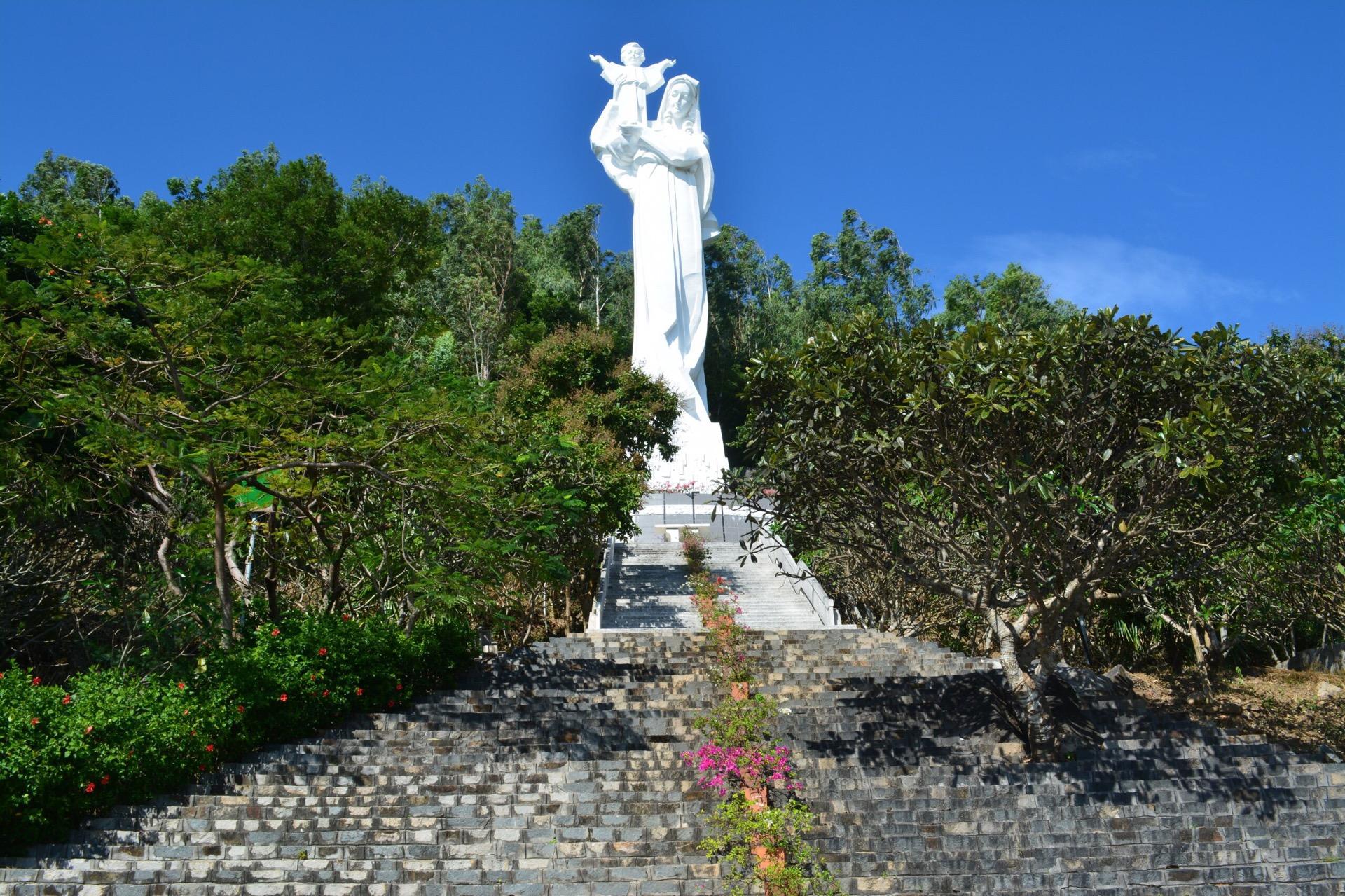 Статуя Девы Марии, Вунгтау...Вьетнам.