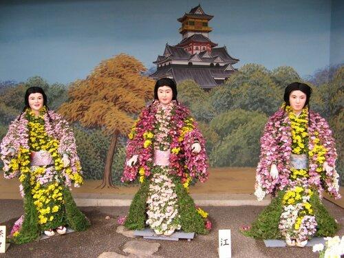 Выставка хризантем в храме Юсима