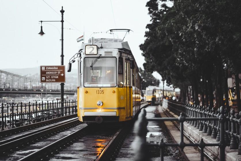 Трамвай в Будапеште Саймон не профессиональный фотограф, но с энтузиазмом и огромным вниманием заним