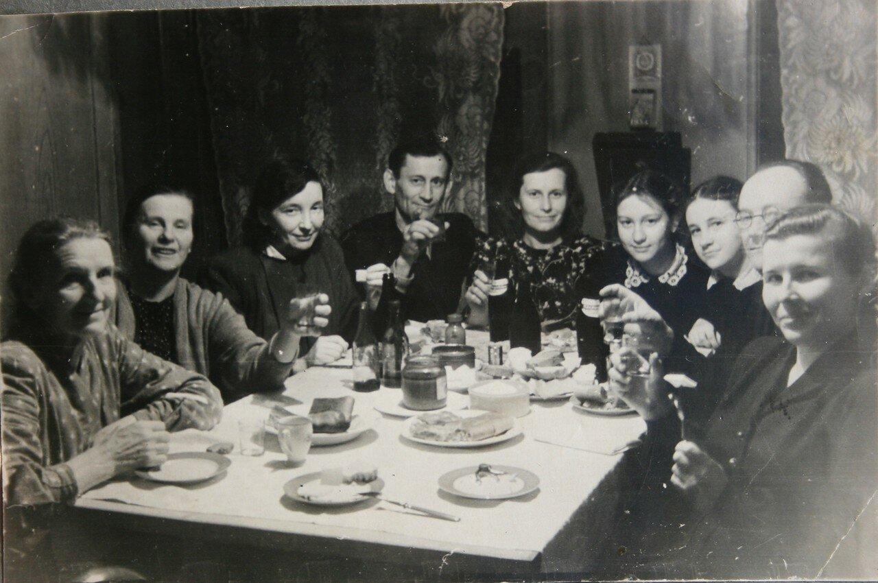 1954. Костромское застолье