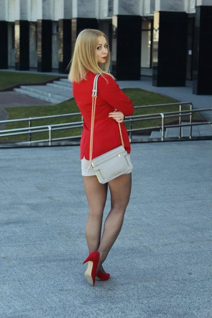 Блондинка Блузке