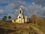 Тёплая каменная церковь, в первом ярусе колокольни, при холодном Борисо-Глебском соборе.  В 1808-1816 годах на...
