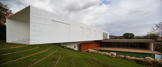 Piracicaba House от Isay Weinfeld в Бразилии