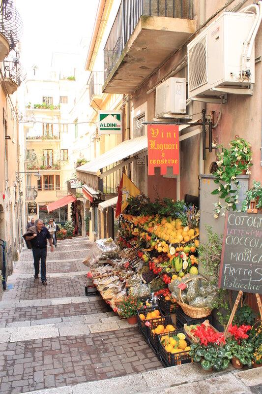 Via Naumachie, Taormina