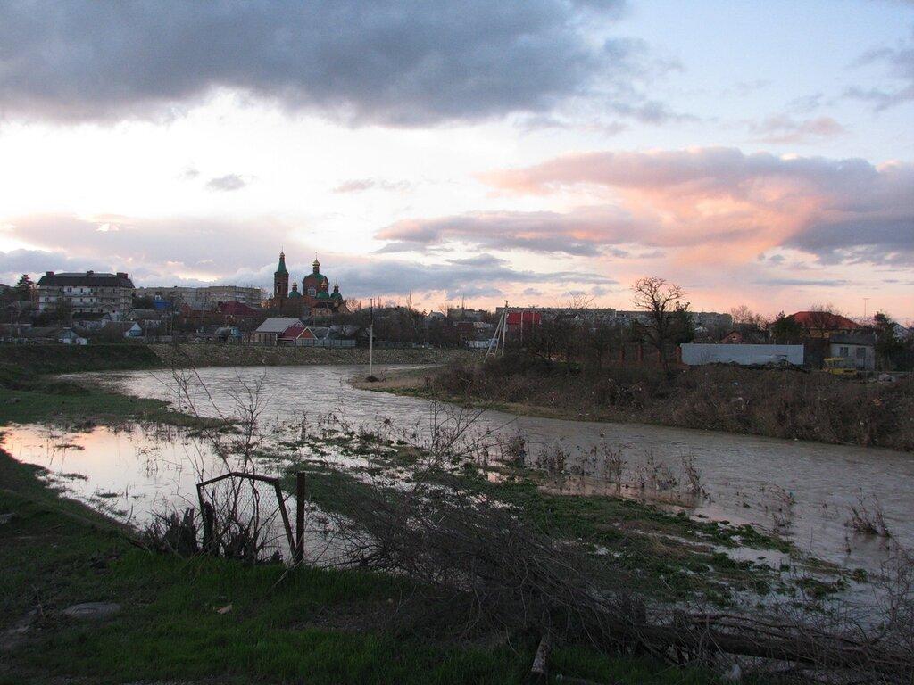 река Адагум, весеннее половодье